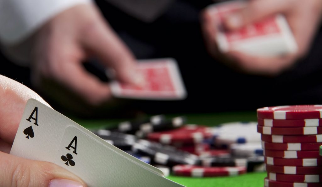 par de Ás poker